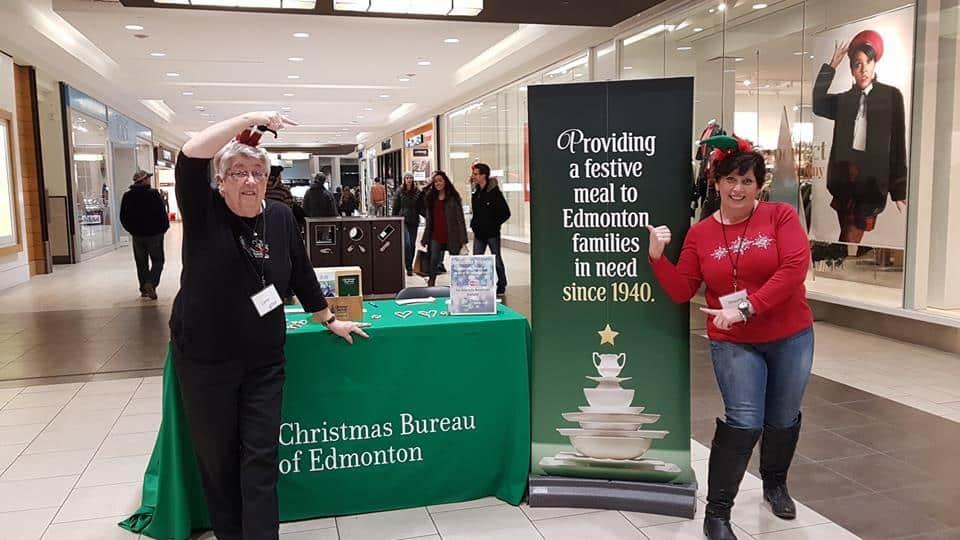 Christmas-bureau-volunteers